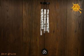 Dzwonki wietrzne MINI znak OM srebrne z czarnymi symbolami - poprawa FENG SHUI pomieszczenia