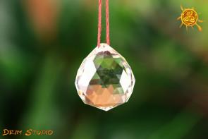 Kryształowa PRZEZROCZYSTA kulka 3 cm do zawieszenia FENG SHUI - kierowanie, pobudzanie energii