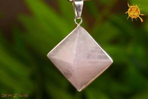 Kwarc Różowy piramida wisior oprawiony w metal - symbol wznoszenia
