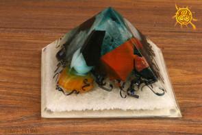Orgonit piramidka Cheopsa  10x10x6cm wzór G - przetwarzanie negatywnej energii w pozytywną, zdrowie