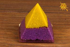 Orgonit piramidka ok. 5,5x5,5x5cm wzór N - przetwarzanie negatywnej energii w pozytywną, zdrowie
