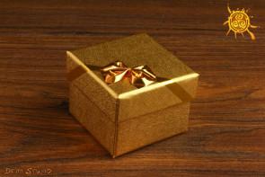 Pudełeczko na prezent kwadratowe z kokardką 5x5x3,4cm ZŁOTE