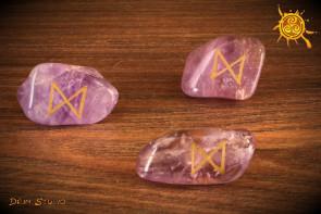 Runa Dagaz kamień Ametyst - rozwój duchowy, dążenie do celu, ochrona