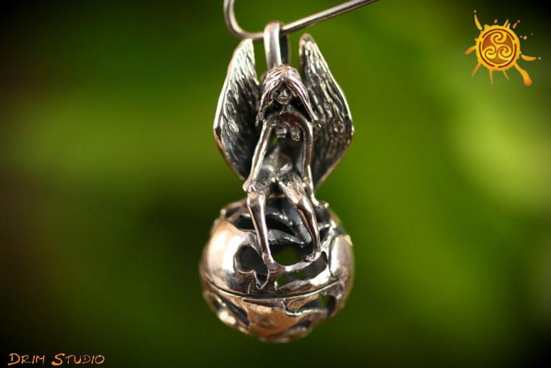 Anioł Ziemi wisior otwierany srebrny - spenienie marzeń, radość
