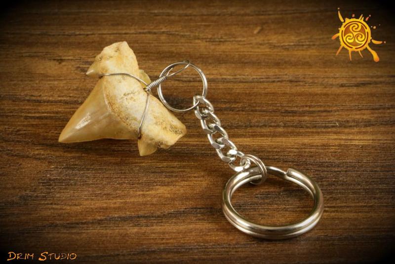 Ząb rekina brelok - odwaga, zdecydowane działanie, podejmowanie decyzji