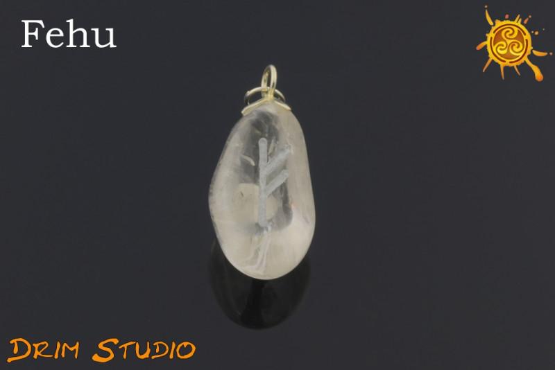 Kryształ Górski wygrawerowana runa FEHU WISIOR - powodzenie, bogactwo, płodność