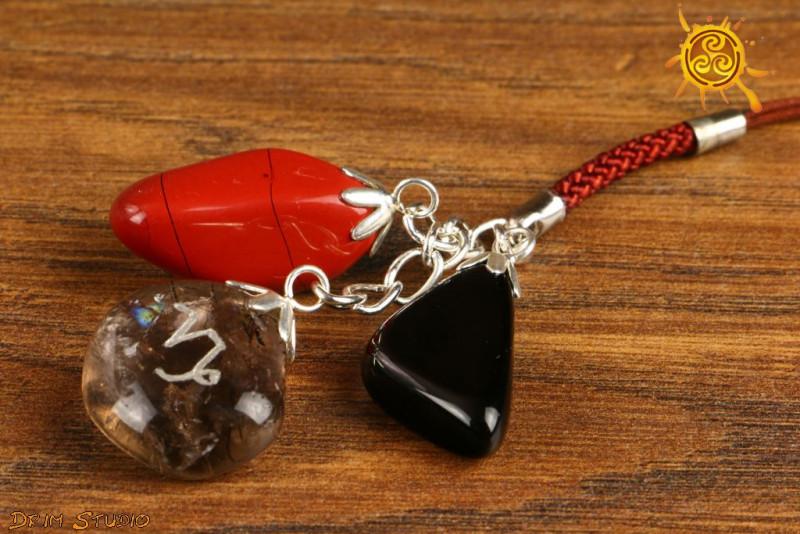 Kamienie Zodiakalne znak zodiaku KOZIOROŻEC brelok - Jaspis Czerwony, Kwarc Dymny, Obsydian