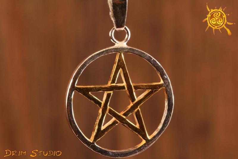 Pentagram złocona gwiazda 2,8 cm - chroni przed siłami zła, klątwami, przekleństwami