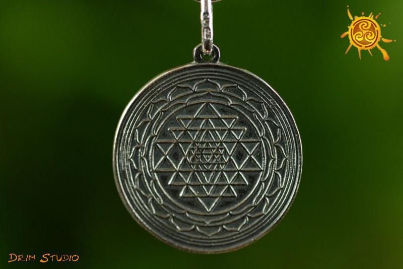 Shri jantra Śri Czakra wisiorek 3cm srebro – jedność, ochrona, spełnienie marzeń