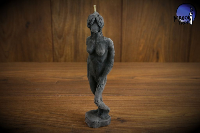 Czarna Świeca Kobieta - magia ochronna, oczyszczająca, odblokowująca