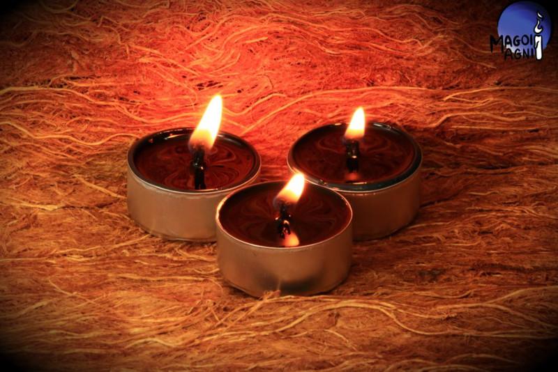 Czarna Świeca Tealight - zapach naturalny wosku pszczelego
