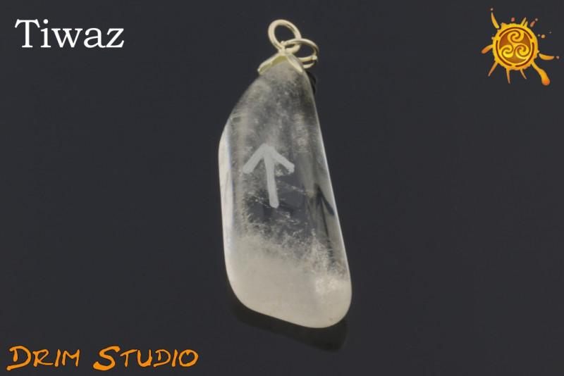 Kryształ Górski wygrawerowana runa Tiwaz WISIOR - odwaga, sprawiedliwość, wiara